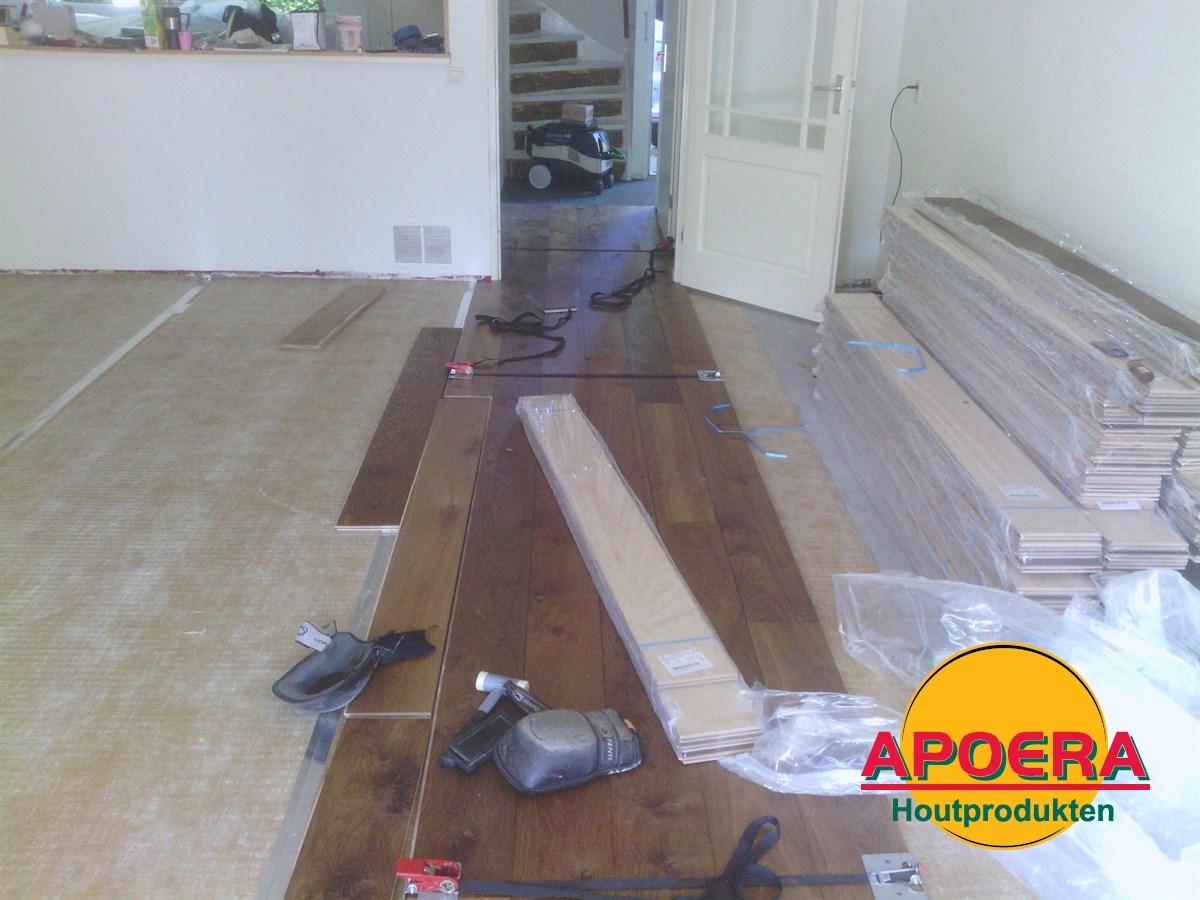 Leggen Houten Vloer : Gerookt houten vloer leggen apoera vloeren en onderhoud