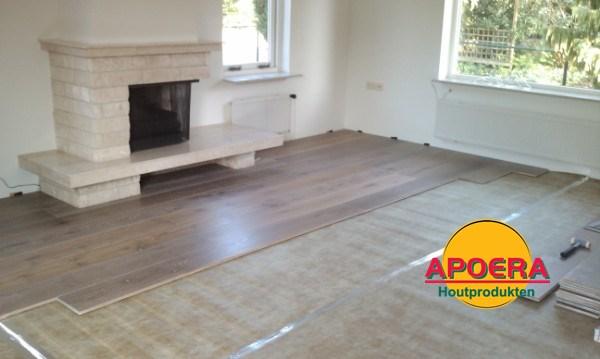 Houten eiken vloer leggen gerookt wit apoera vloeren en onderhoud