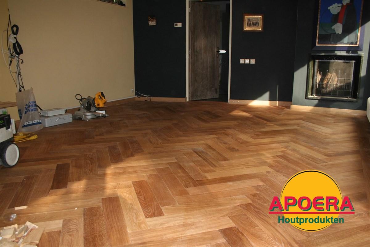 Houten visgraat vloer leggen apoera vloeren en onderhoud