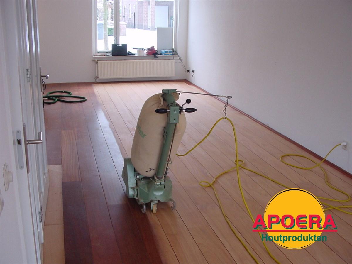 Houten vloer repareren apoera vloeren en onderhoud