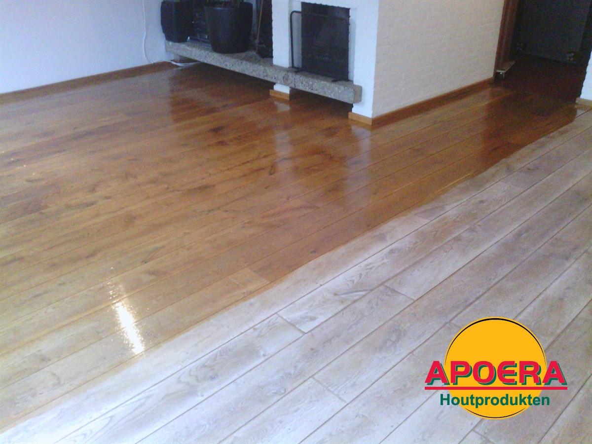 Reinigen houten vloer met powerscrubber
